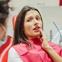 woman talking to dentist in pain